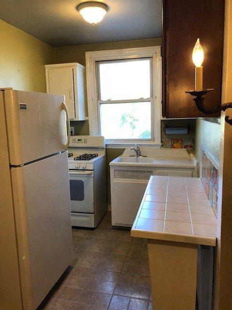 817 Windermere Downstairs Kitchen