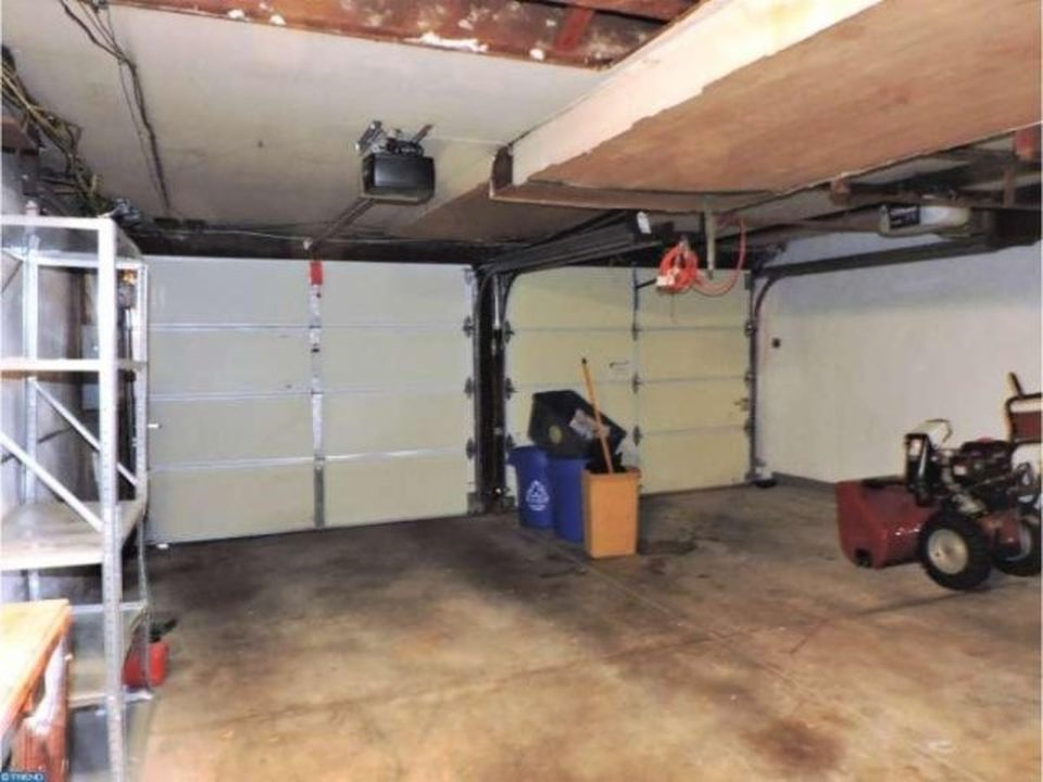 3848 Plumstead Garage