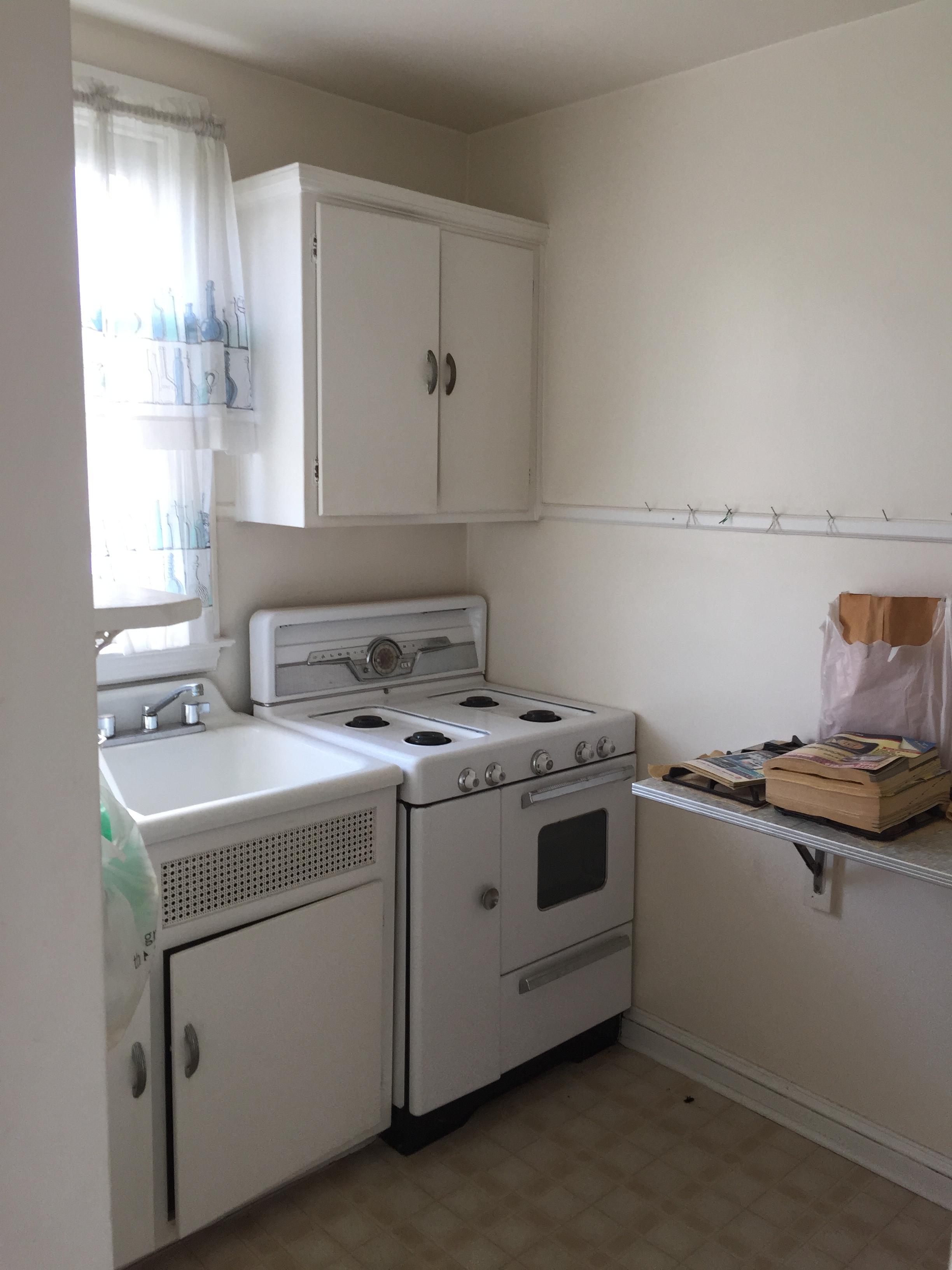 814 Derwyn Kitchen