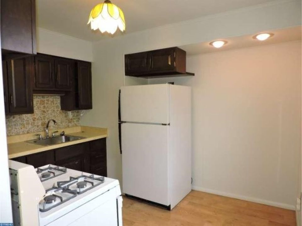 3848 Plumstead Kitchen 2nd Image