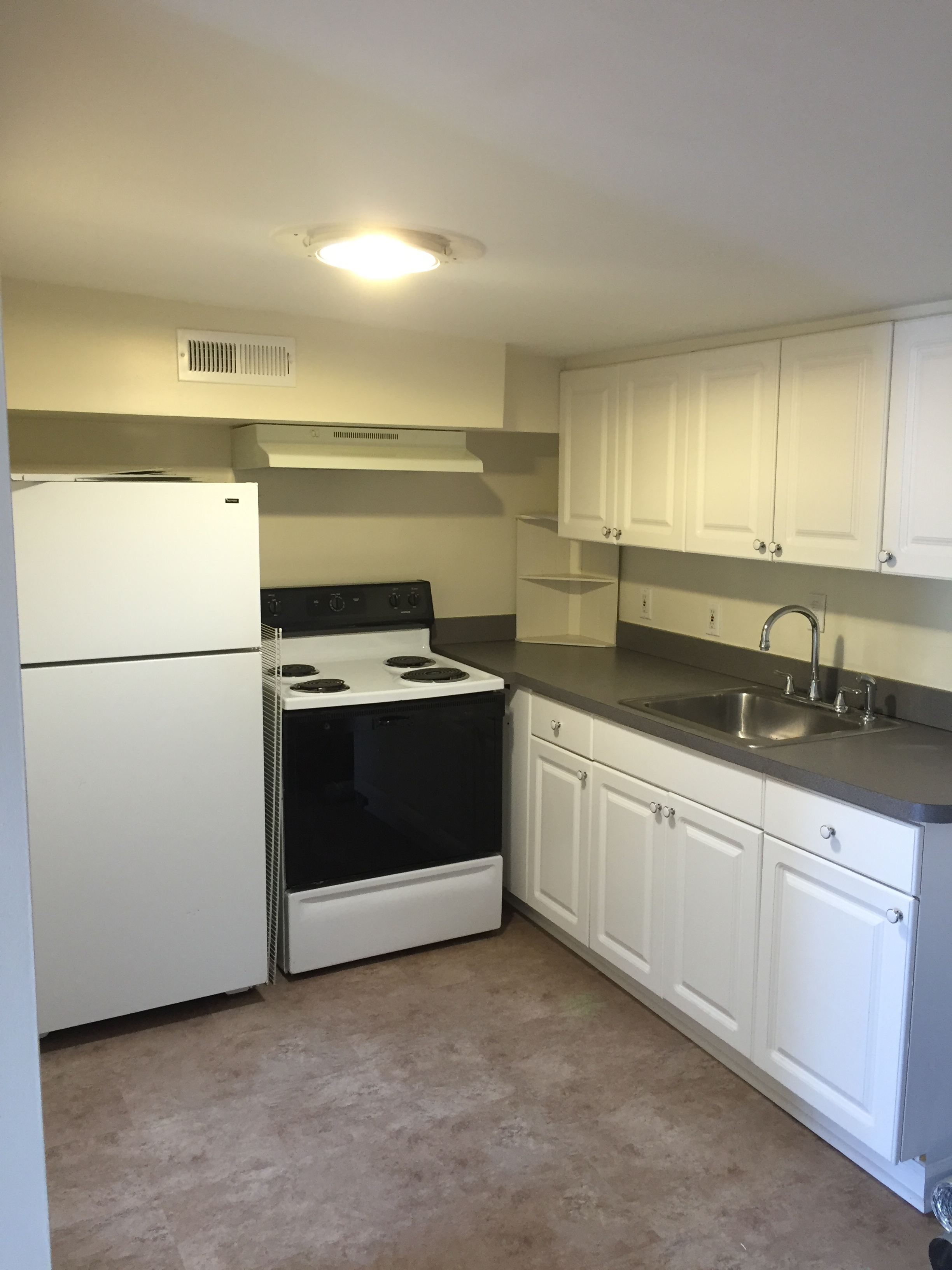 309 S. 16th kitchen