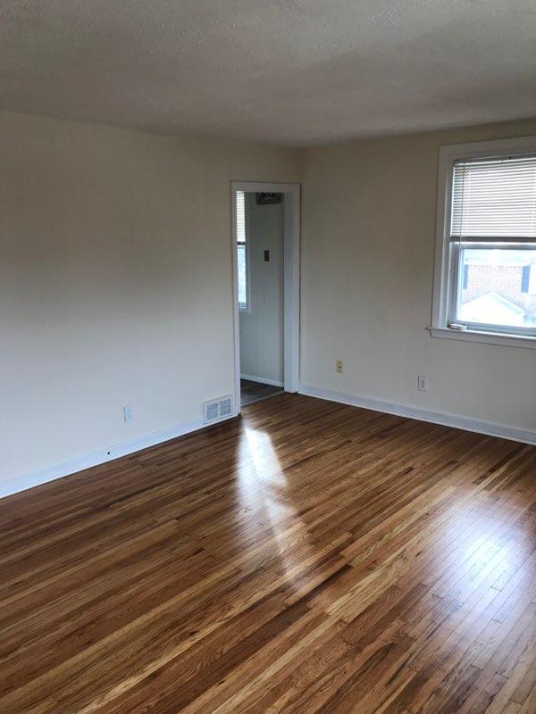 3848 PlumsteadLiving room 3rd image