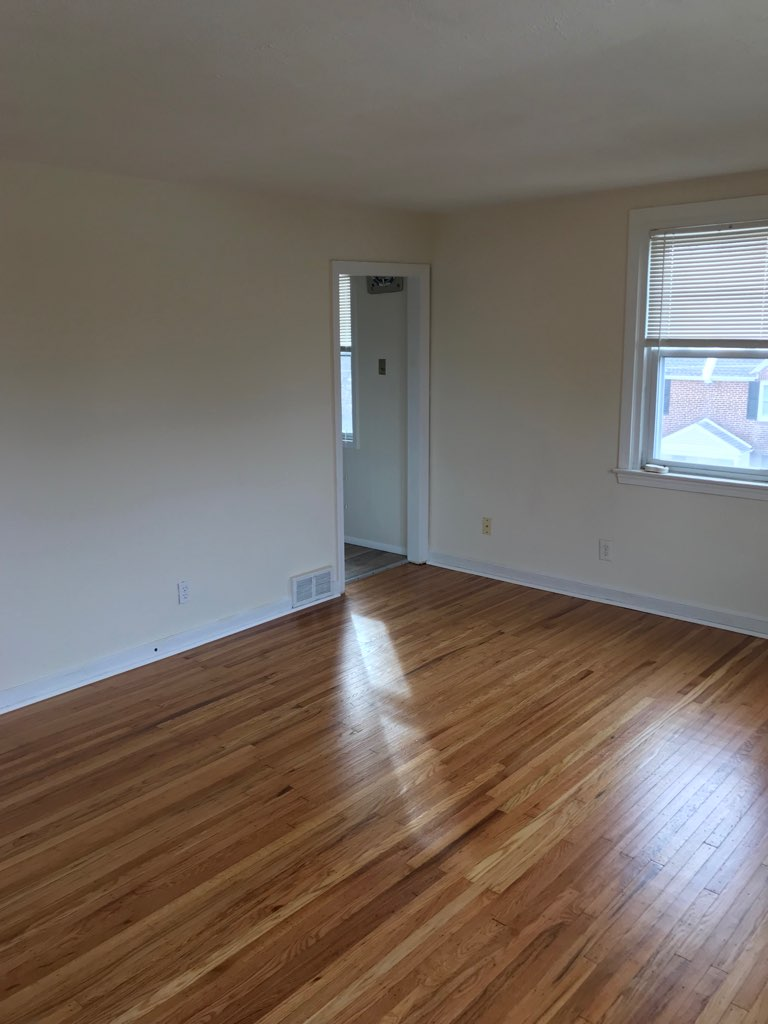 3848 Plumstead living room 4th image