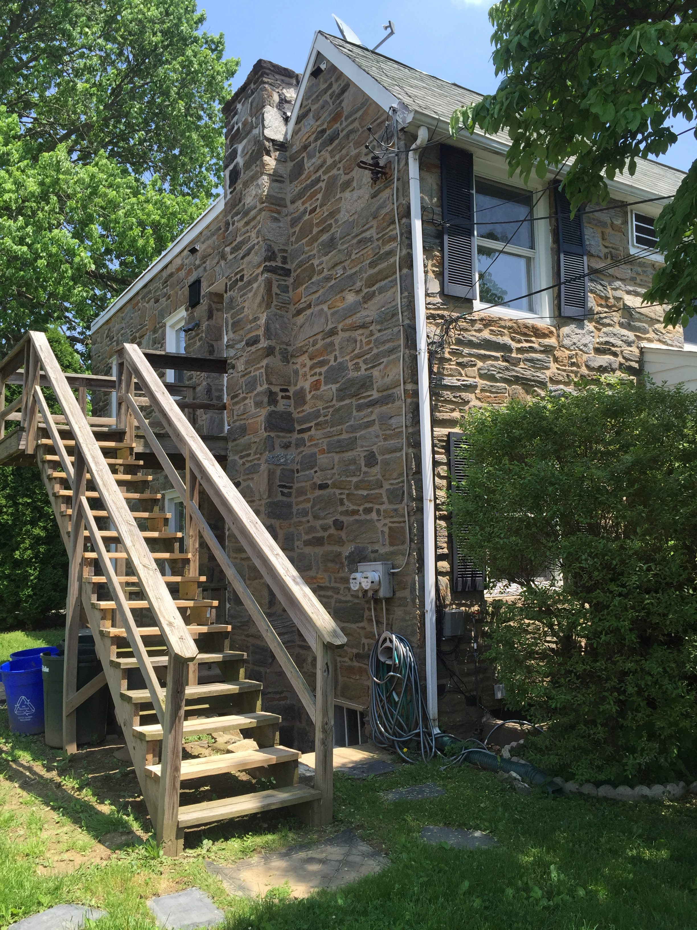 3983 – 3985 Vernon staircase leading to upstairs exterior entrance