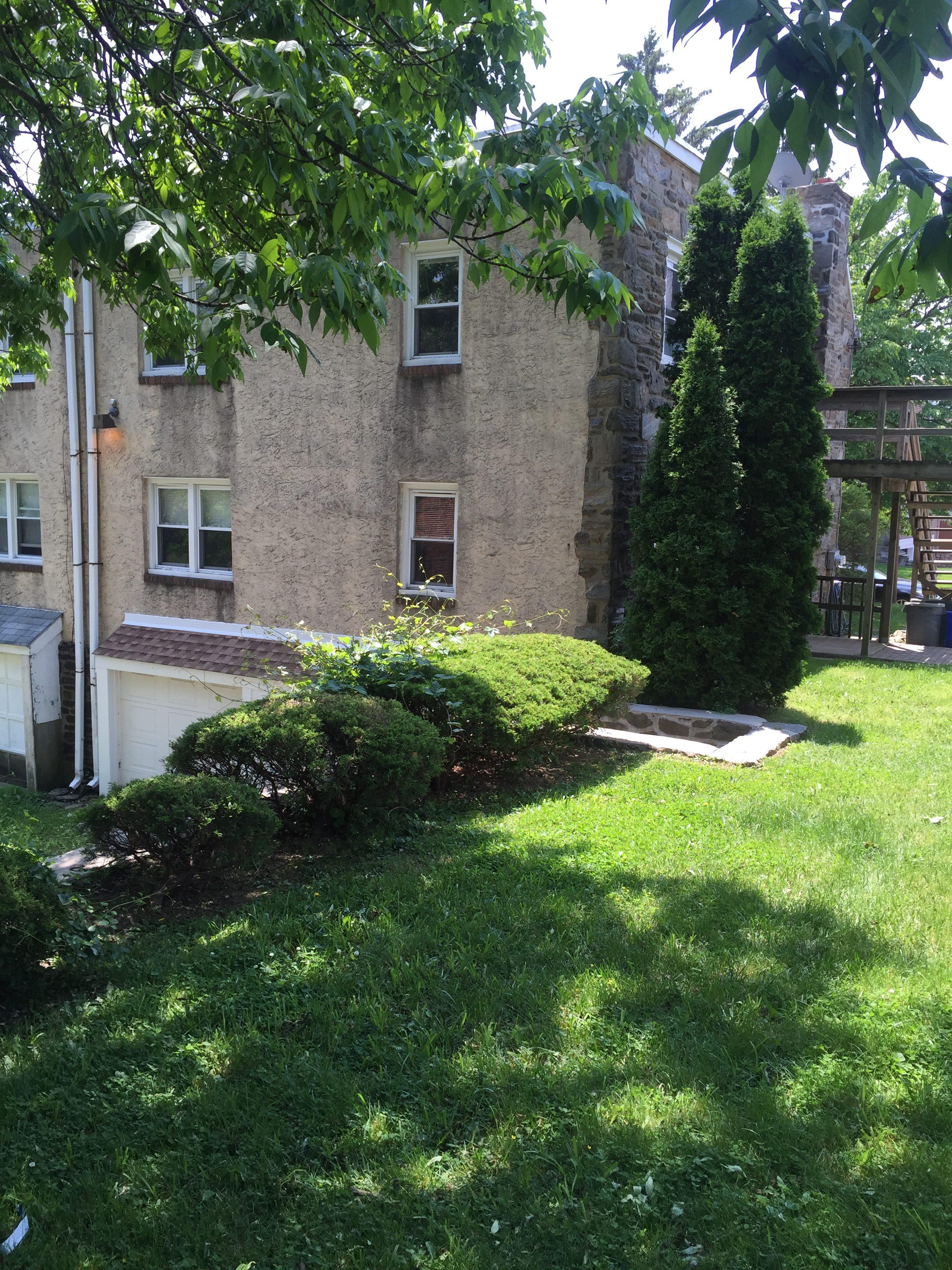 3983 – 3985 Vernon exterior lawn