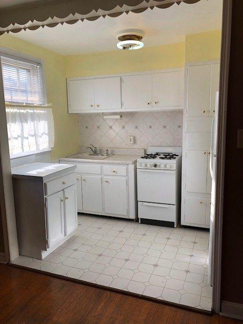 817 Windermere Upstairs Kitchen