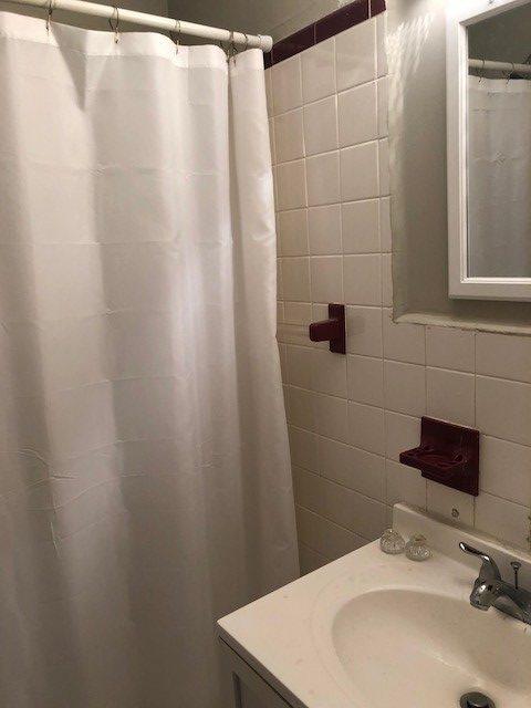 309 S. 16th bathroom