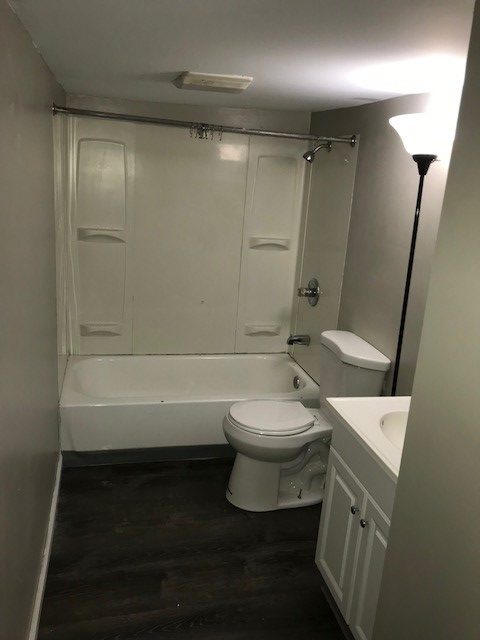 311 S. 16th bathroom