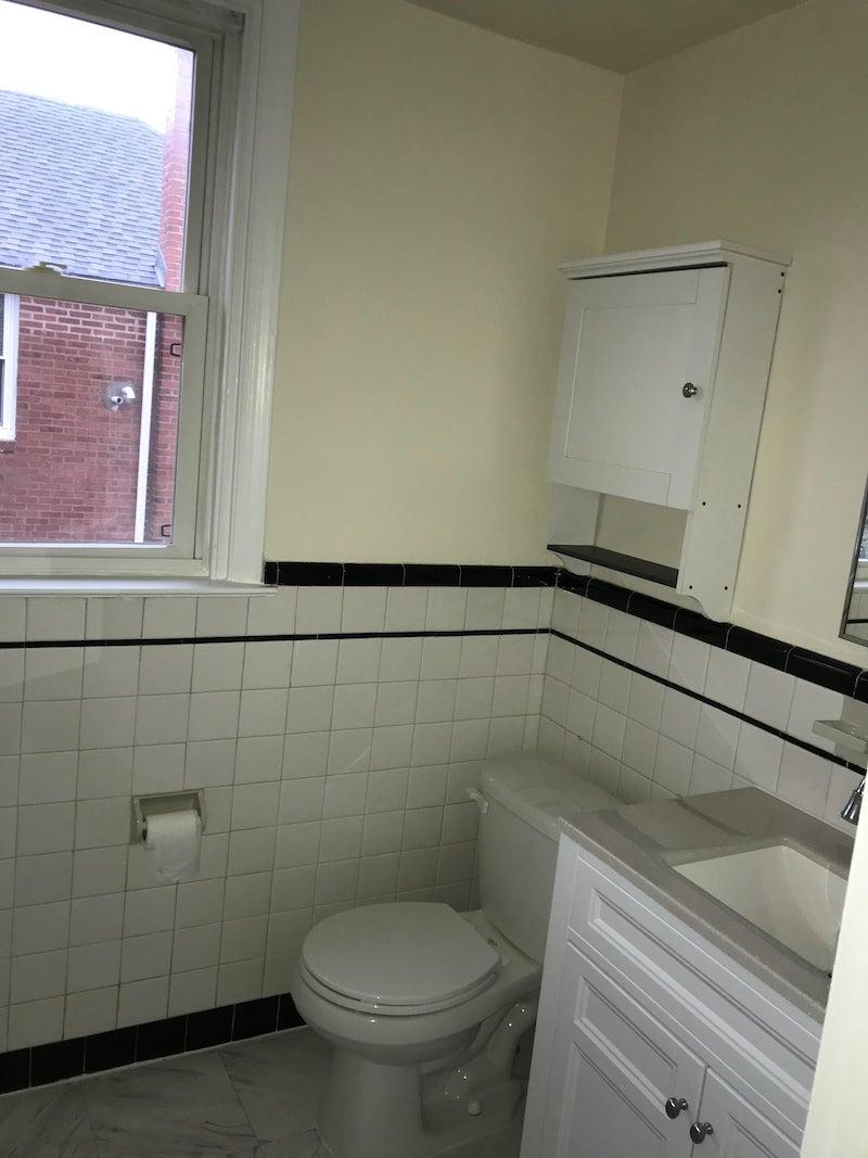 4241 Valley unit interior bathroom