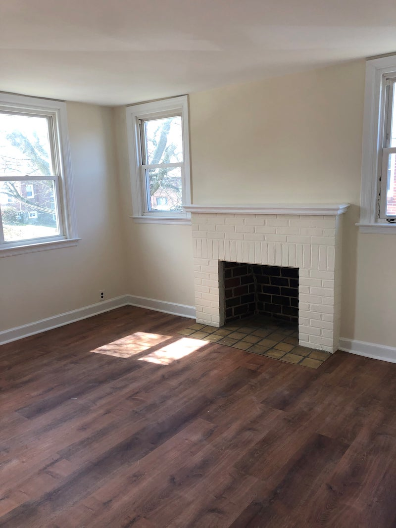4241 Valley living room