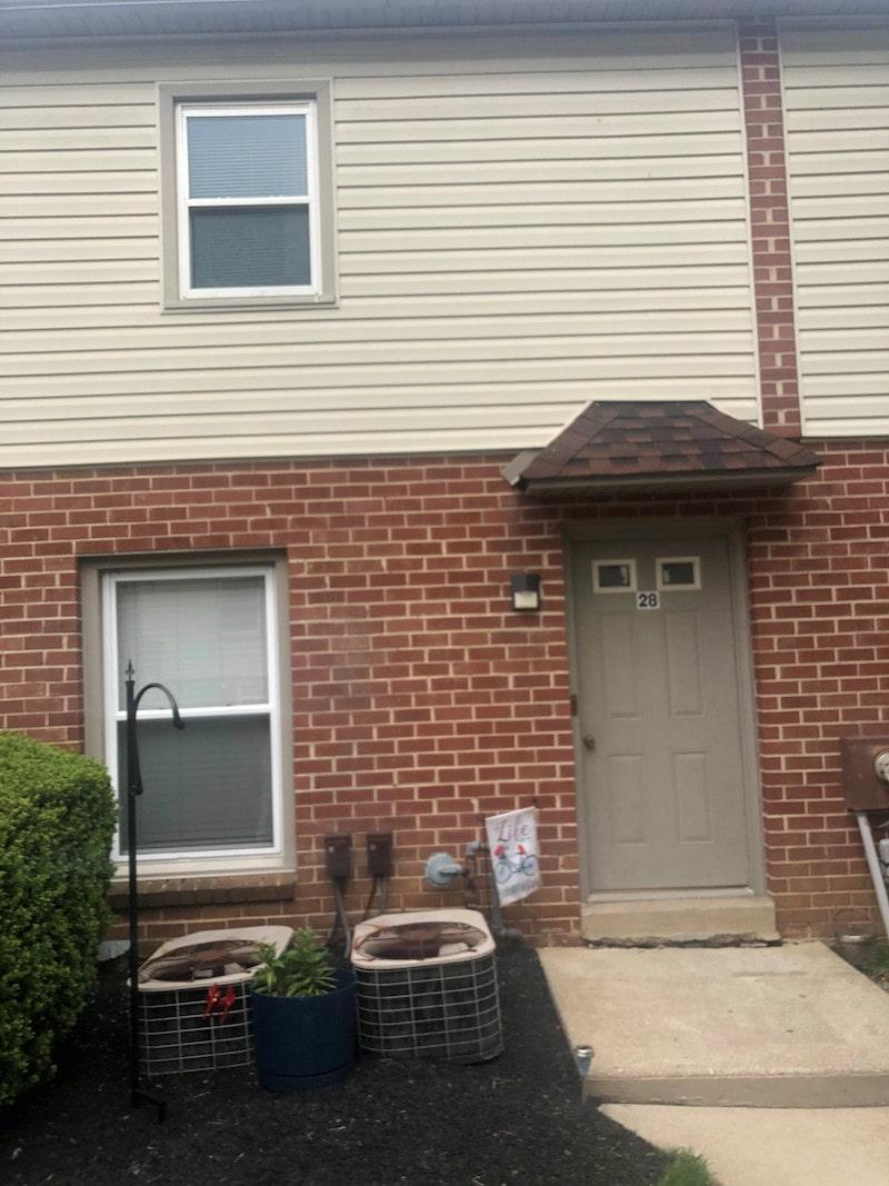 600-28 Grant exterior entrance