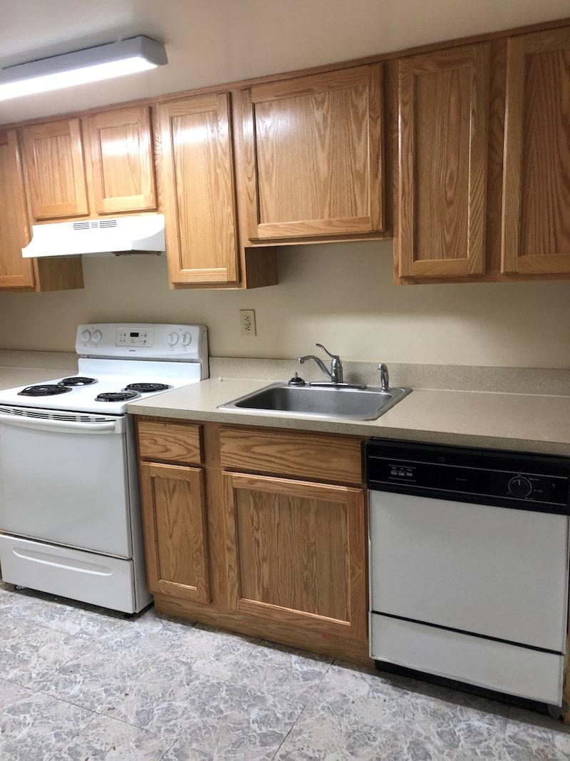 600-28 Grant kitchen